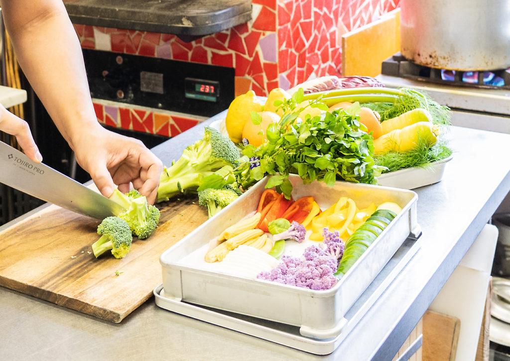 地元の農家から新鮮な食材を毎日仕入れています